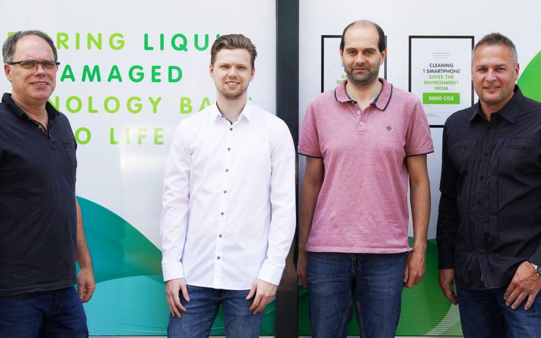 Techsave opent eerste Nederlandse servicecenter voor smartphones & laptops met vochtschade